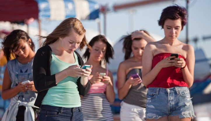 shutterstock_cell-phone-distracted